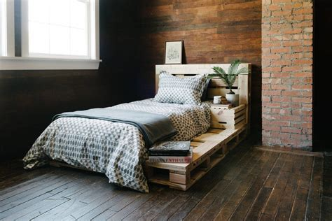 Diy Bed On Pallet Projects