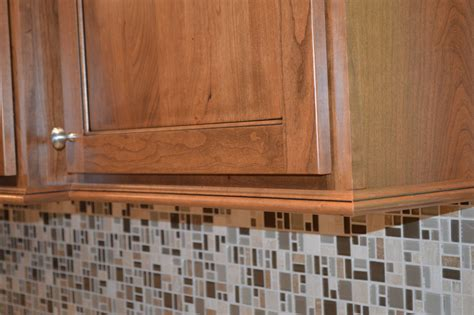 Diy Cabinet Light Rail Molding