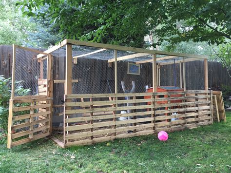 Diy Chicken Pen Made From Pallets