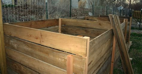Diy Compost Bin Out Of Cedar Fence Pickets