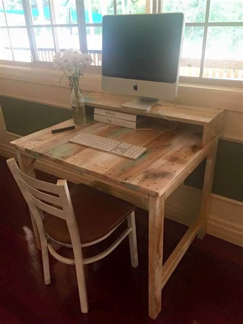 Diy Craft Desk From Pallet Wood