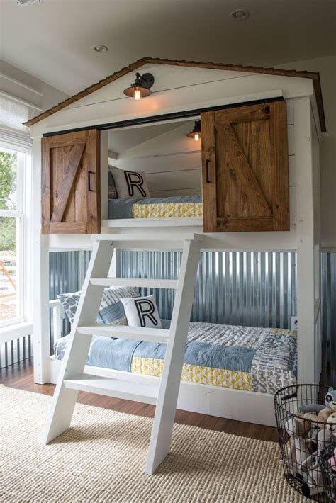 Diy Full Size Bed For A Very Small Bedroom