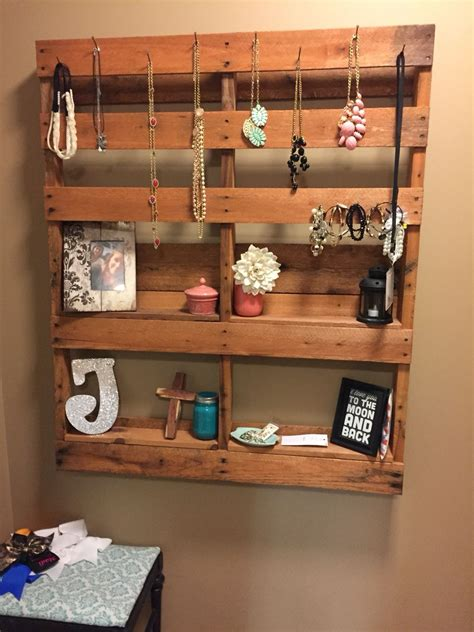 Diy Jewelry Stand With Pallet Sticks
