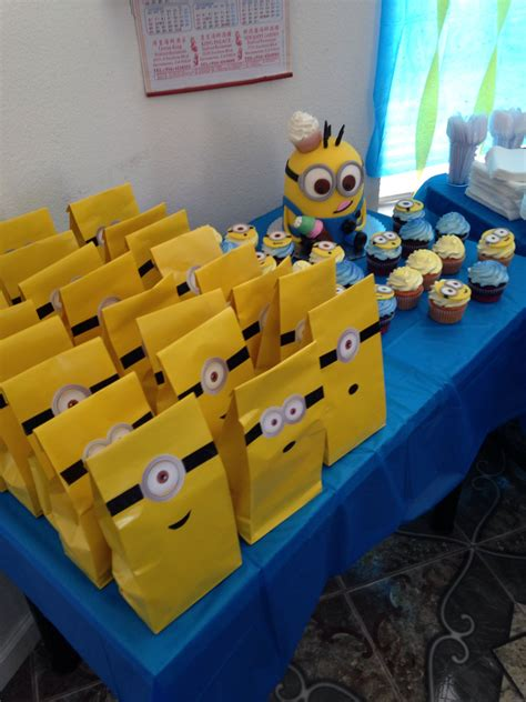 Diy Minion Table Decorations