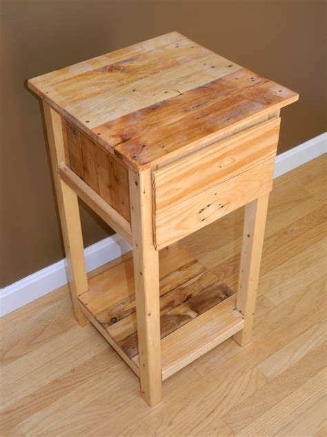 Diy Nightstand Plans With Pallet Wood