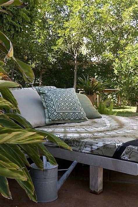 Diy Outdoor Lounge Bed