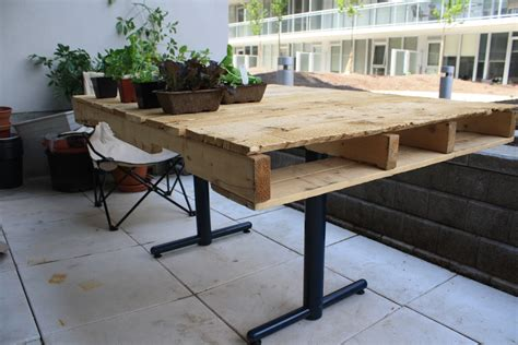 Diy Pallet Activity Table
