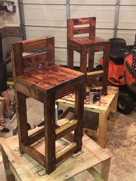 Diy Pallet Bar Stool Chair