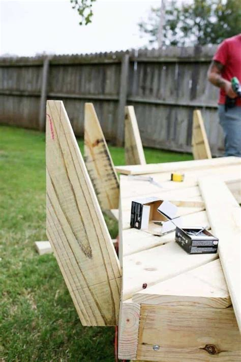 Diy Pallet Benches Around A Fire Pit