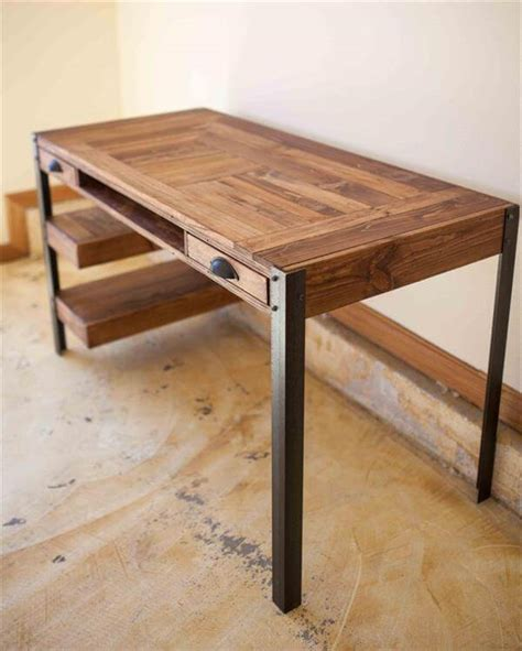 Diy Pallet Desk With Drawers