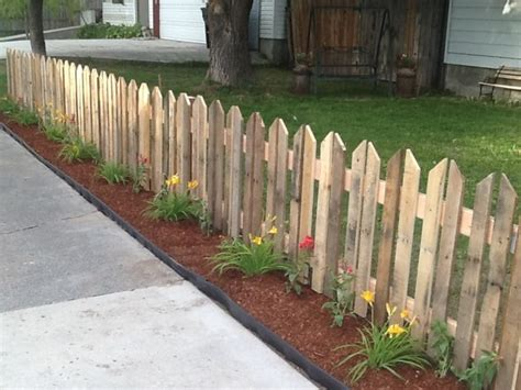 Diy Pallet Picket Fence