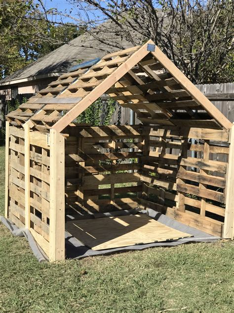 Diy Pallet Storage Building