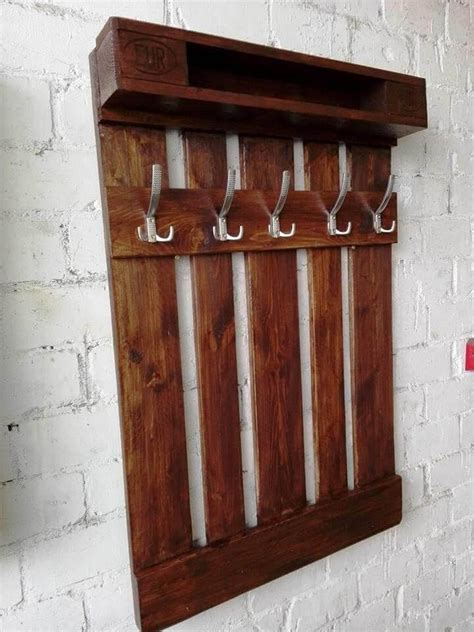 Diy Pallet Storage With Coat Rack