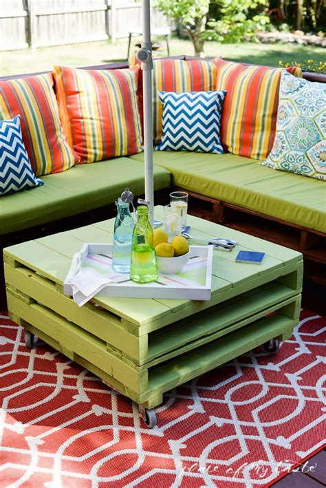 Diy Pallet Table And Chairs