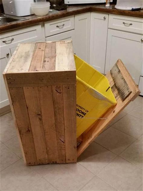 Diy Pallet Trash Can Holder