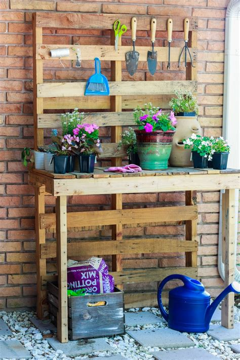 Diy Potting Table Made Of Pallets