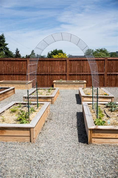 Diy Raised Bed Trellis