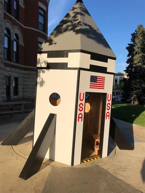 Diy Rocket Ship Playhouse