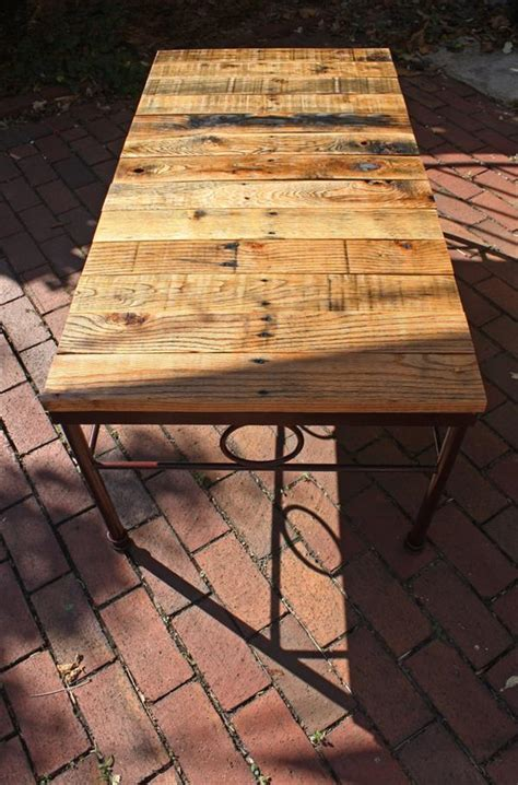 Diy Rod Iron And Pallet Coffee Table