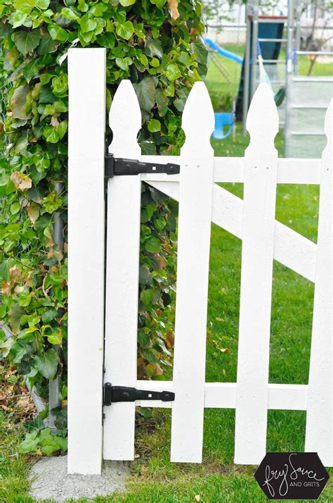 Diy White Picket Fence With Gate