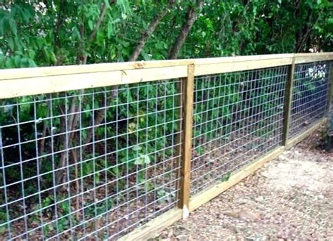 Diy Wood And Chicken Wire Fence