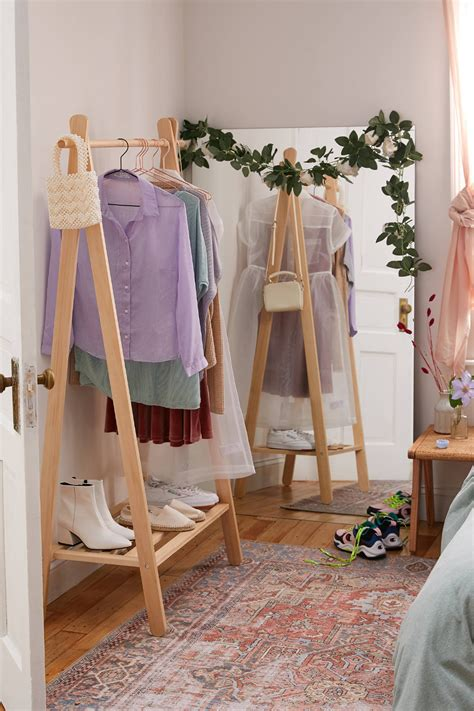 Diy Wood Clothes Hanger Pattern Background