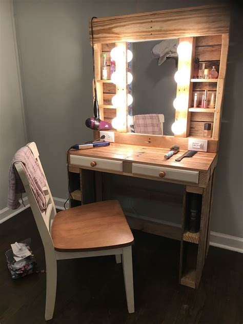 Diy Wood Makeup Vanity Design