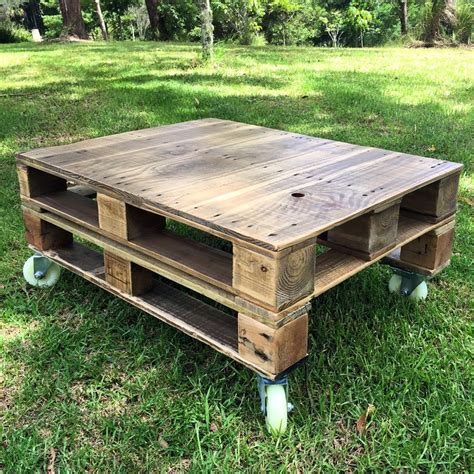 Diy Wood Pallet Coffee Table With Casters
