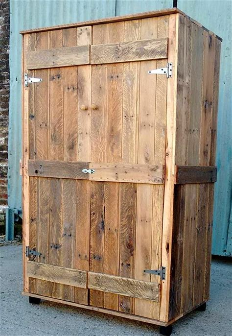 Diy Wood Pallet Wardrobe