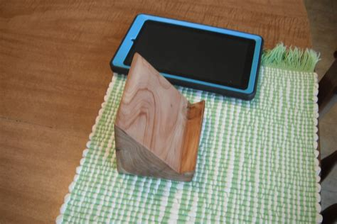 Diy Wooden Kindle Stand