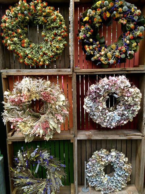 Diy Wreath Stand To Display Wreaths For Craft Show
