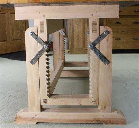 Diy-Adjustable-Workbench-Legs