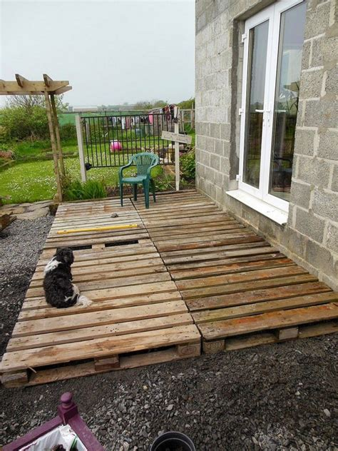Diy-Backyard-Patio-Cheap-With-Pallets
