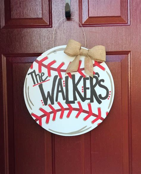 Diy-Baseball-Door-Hanger