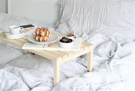Diy-Bed-Breakfast-Table