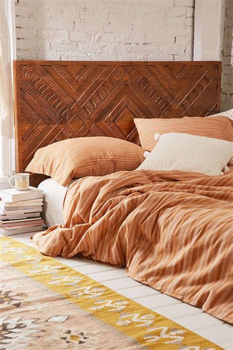 Diy-Bed-Headboard-Woodworking-Walnut-Sculpted
