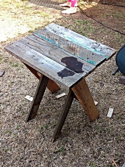 Diy-Bed-Side-Table-Pipe