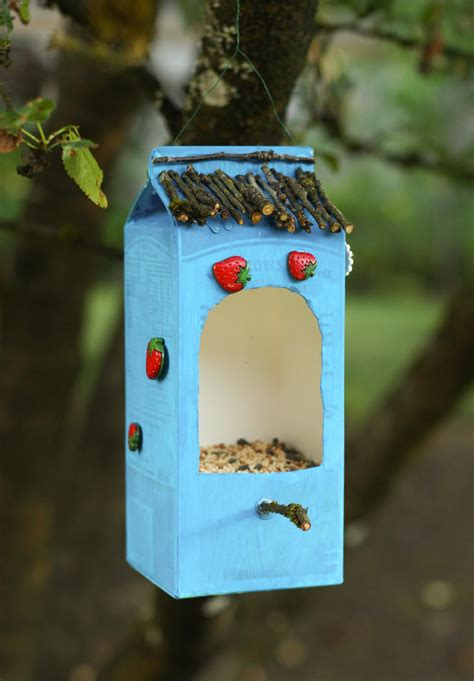 Diy-Birdhouse-Out-Of-Recycled-Materials