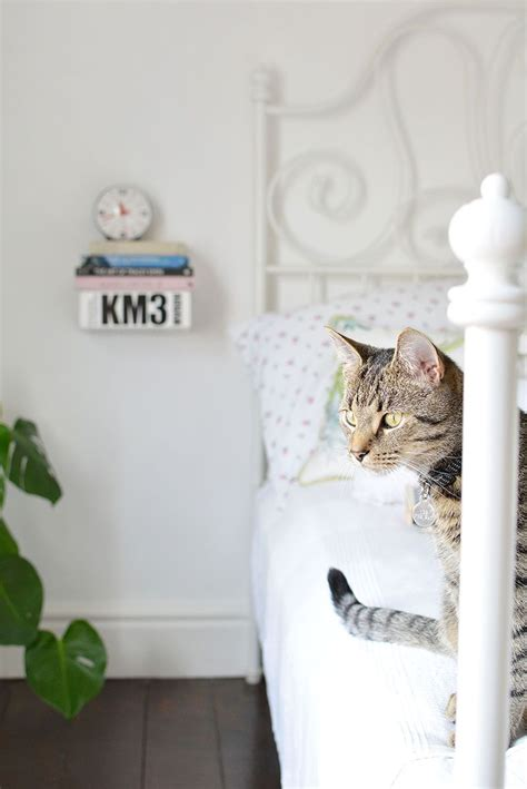 Diy-Book-Bedside-Table