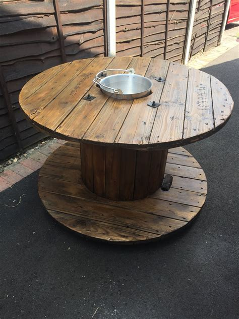 Diy-Cable-Spool-Table-With-Ice-Bucket