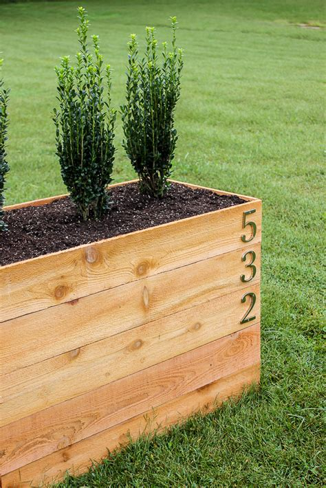 Diy-Cedar-Planter-Box-Plans