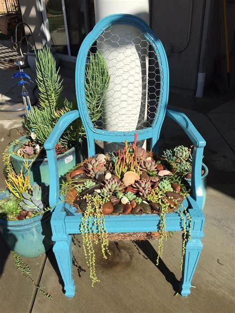 Diy-Chair-Planter-With-Chicken-Wire