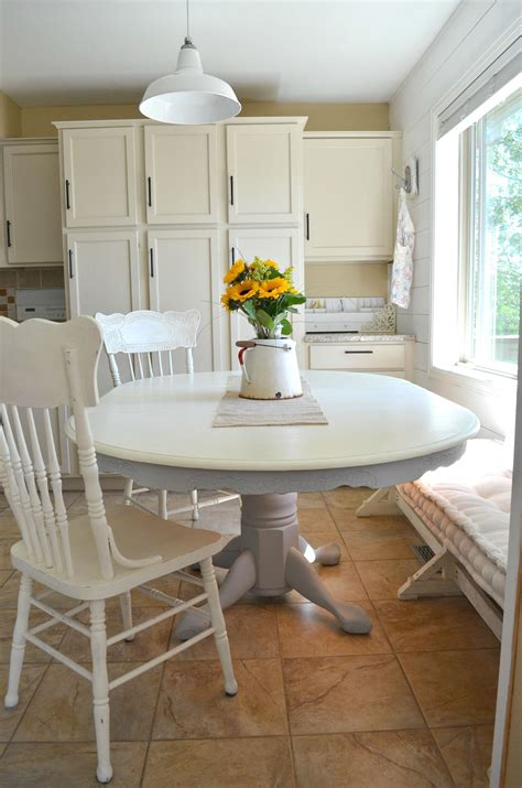 Diy-Chalk-Paint-Dining-Room-Table