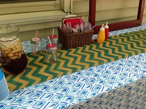 Diy-Chevron-Burlap-Table-Runner