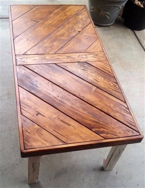 Diy-Chevron-Pallet-Coffee-Table