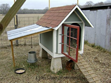 Diy-Chicken-Coop-Out-Of-A-Dog-House