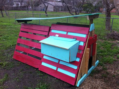 Diy-Chicken-Coop-With-Pallets
