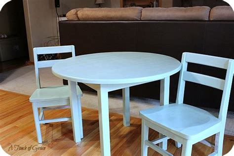 Diy-Childrens-Table-And-Chairs