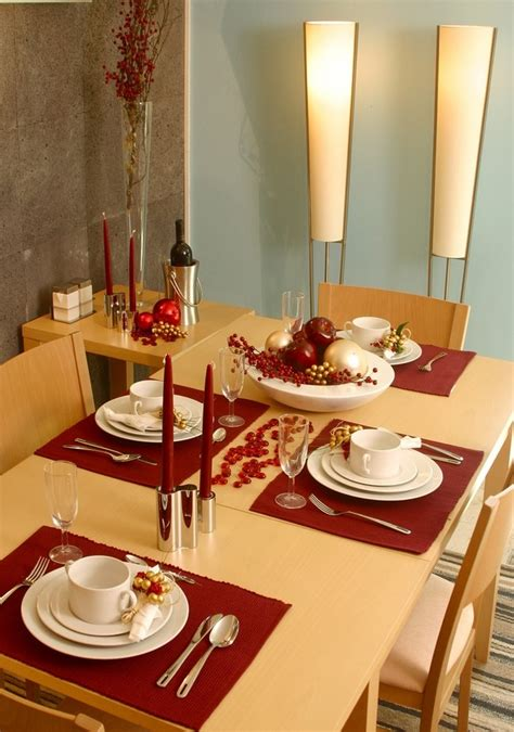 Diy-Christmas-Decorations-For-The-Dinner-Table