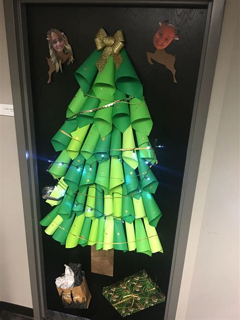 Diy-Christmas-Tree-Door-Decoration